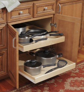 Base cabinet rollout shelf