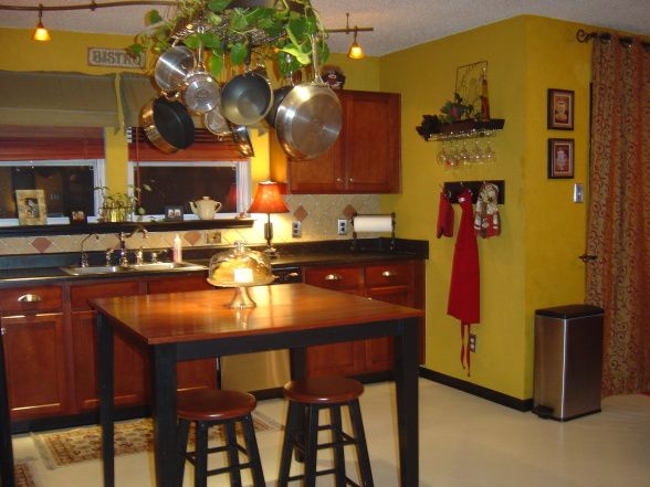 Lend a bistro styled makeover to your kitchen for Cafe style kitchen ideas