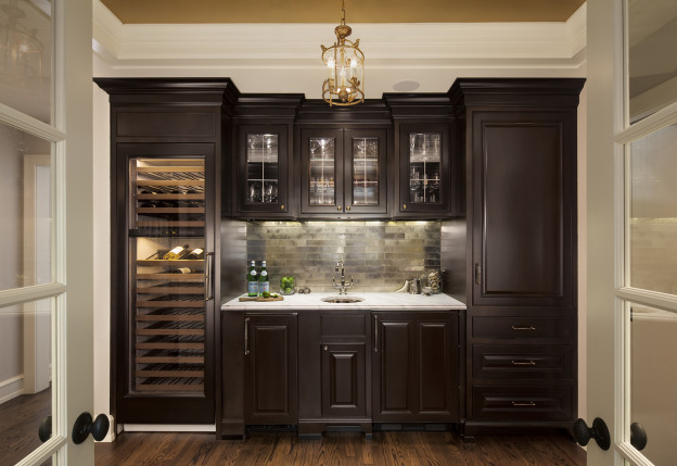 Full wet bar | Photo Source: wineanddinewisconsin.com