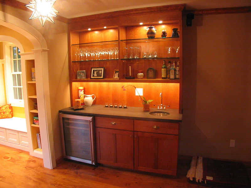 Wet bar with open shelving and under-cabinet lighting. | Photo Source: Platt Builders