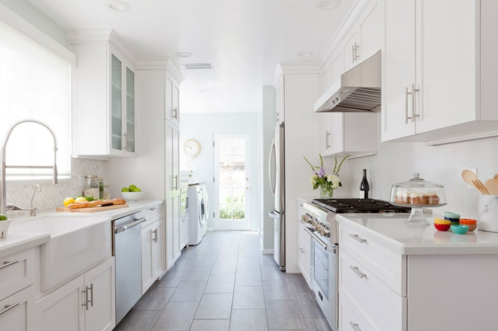 All white galley kitchen. | Photo Source: homedreamy.com