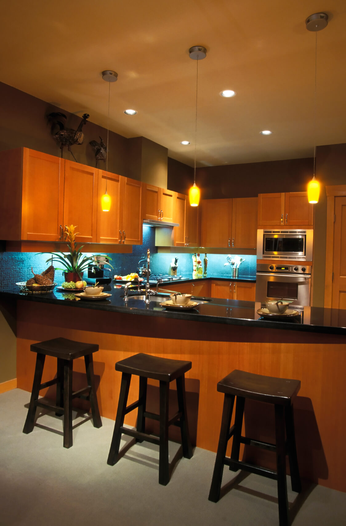 Kitchen Backsplash Lighting 5 striking kitchen lighting combinations |