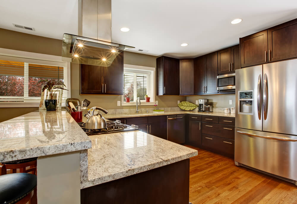 Kitchen design tips for dark kitchen cabinets for Dark kitchen cabinets with light island