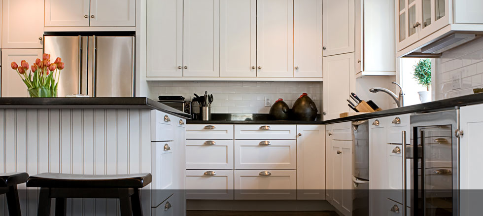 8 best hardware styles for shaker cabinets - Kitchen cabinets with handles ...