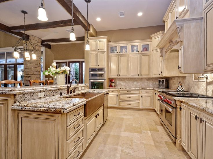 monochrome traditional kitchen - Traditional Kitchen