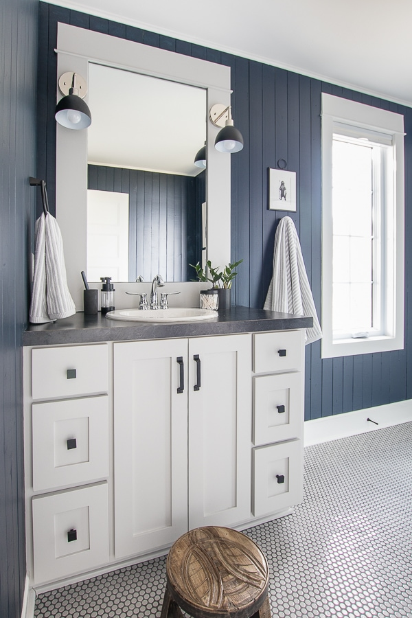 How To Design Your Own Authentic Nautical Bathroom