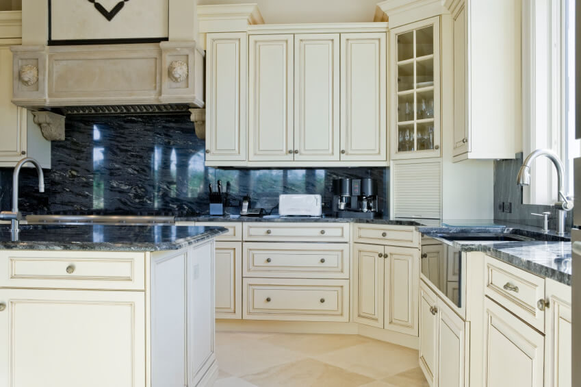 7 Bold Backsplash Ideas For Your Boring White Kitchen on Black Granite Countertops With Backsplash  id=16896